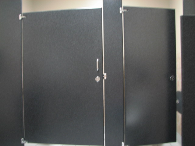 Toilet partitions with accessibility
