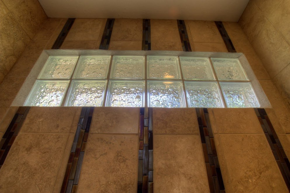 Travertine marble accented with glass tiles and blocks