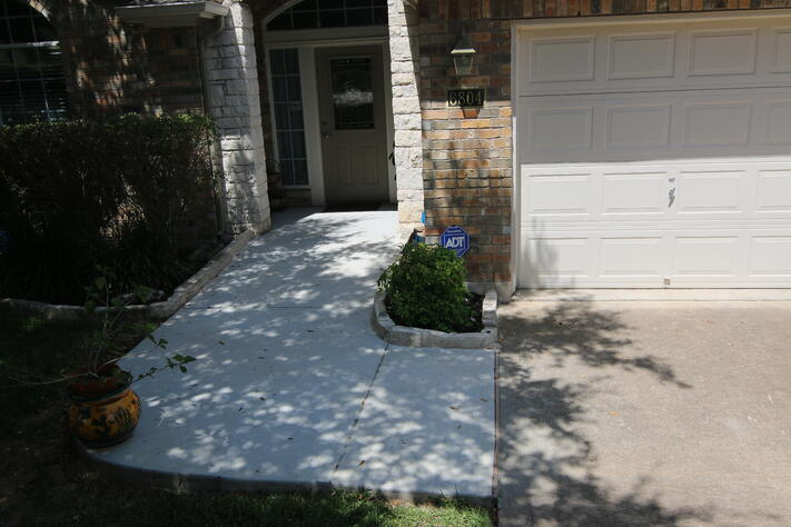 No-Step entrance approach using universal design in Austin